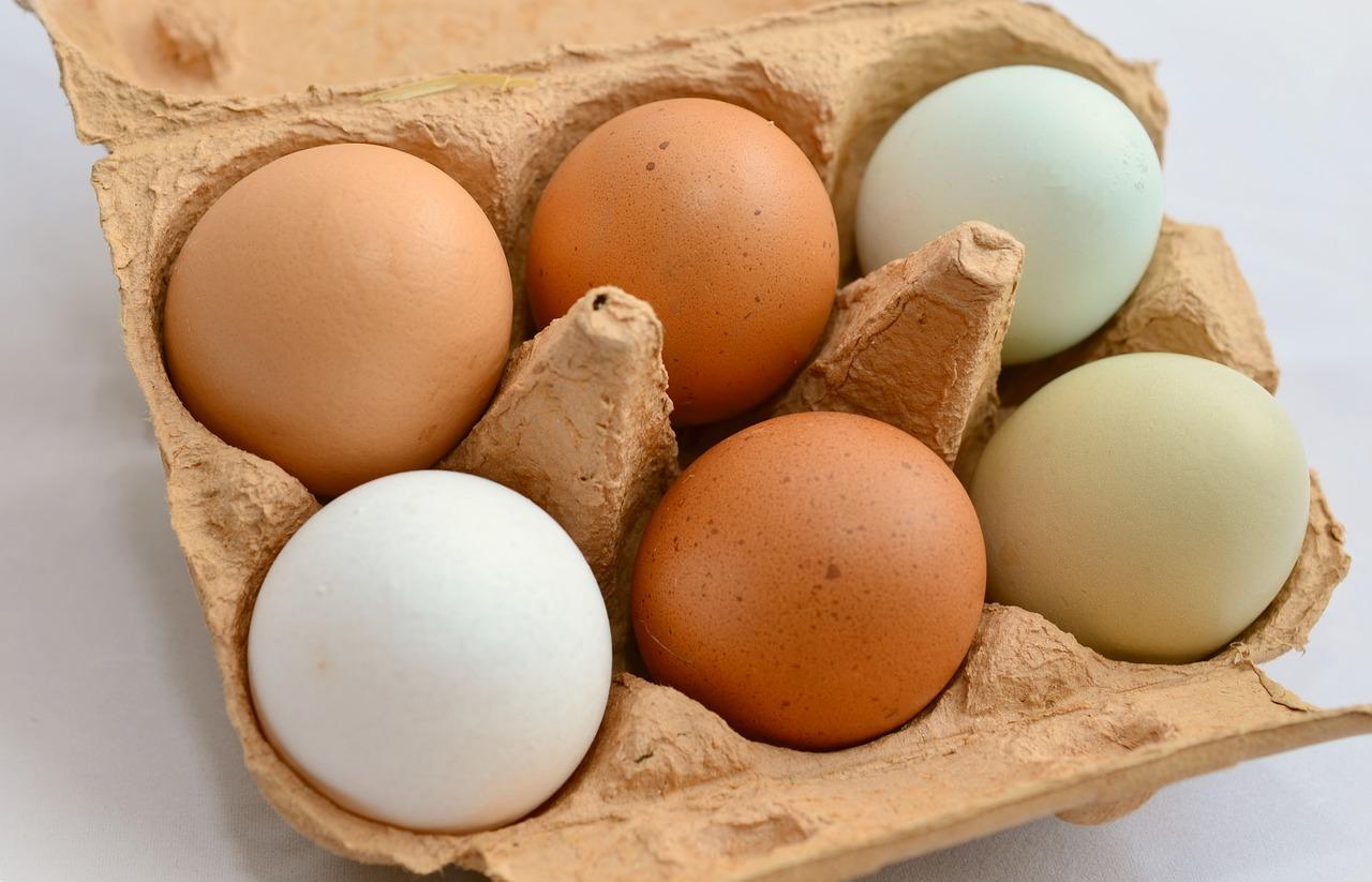 У мужика огромные яйца в руках 7 фотография